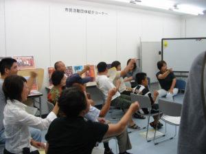 参加者みんなでジャンケンをしています。