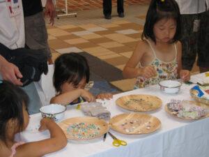 子どもも一人で作品作りに挑戦しています。