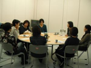 丸いテーブルを囲んで話が盛り上がりました。