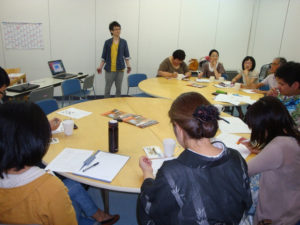 丸テーブルを囲みわきあいあいとした講座になりました。